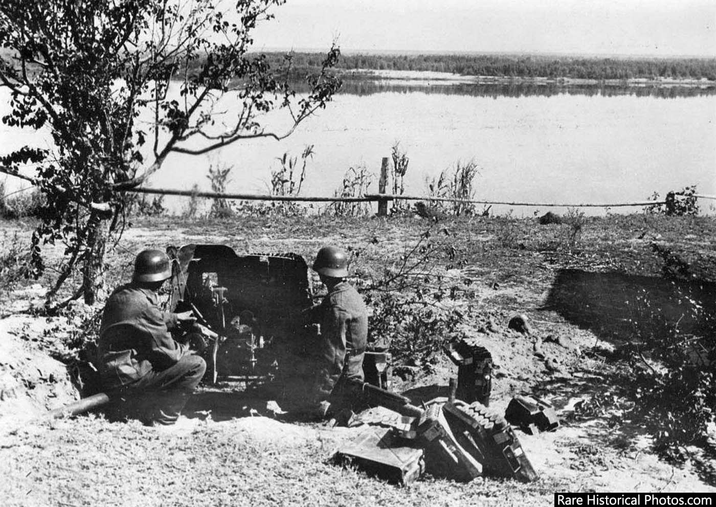Germans with an anti-aircraft gun on the banks of the river Volga. September, 1942..