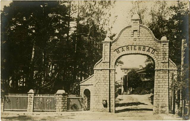 """1910-е годы. Вход в санаторий """"Мариенбад"""" (источник фото: Latvijas Nacionālā bibliotēka)"""