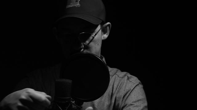 """MC e Videomaker, Johnny Germano manda a real em """"Sonhar é Bom"""""""