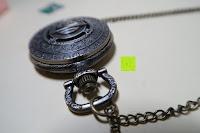 """oben: AWStech Vintage """"one piece"""" Schädel Skelett Skull Quarz Tachenuhr Pocket Watch mit Halskette, Big Size, Beste Willkommen Geschenk"""
