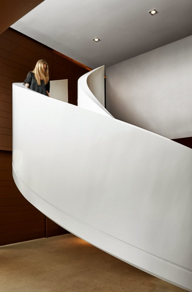 White spiral stairs in Modern home by Foraster Arquitectos