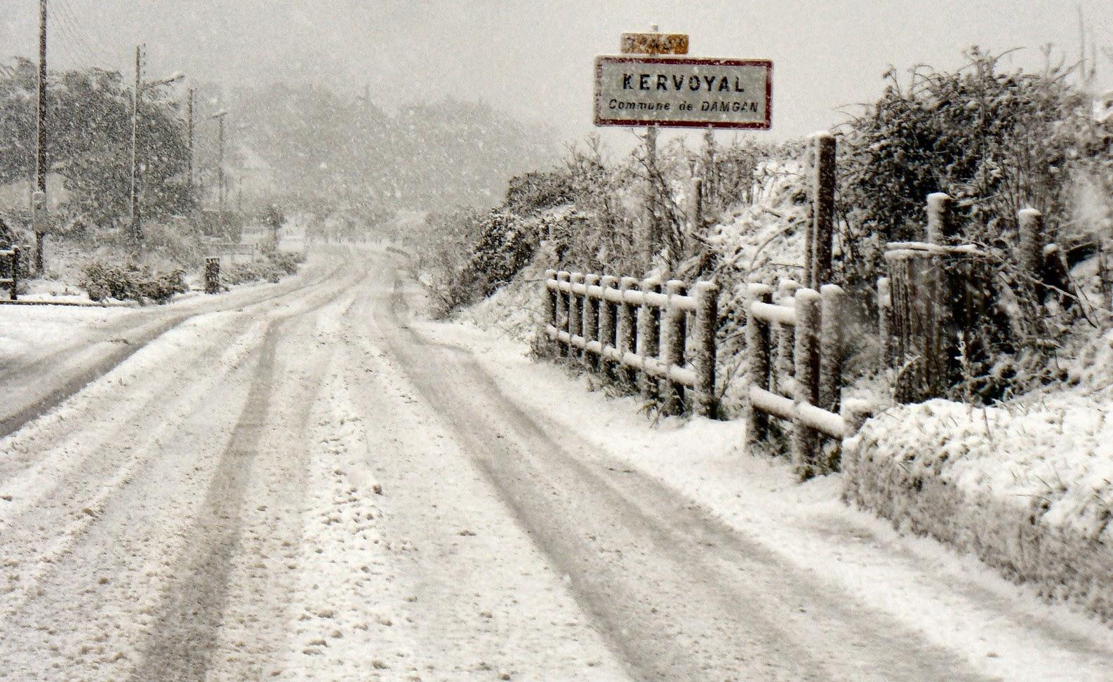 Panneau de Kervoyal sous la neige