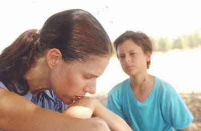 Chantagem... Dúvidas e dificuldades podem pairar na cabeça de quem está na condição de parentalidade, ou seja, no papel de pai, mãe ou outro cuidador de criança ou adolescente.