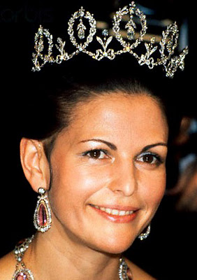 Connaught+Diamond+Tiara+%281904%29+by+E.+Wolff+&+Co.+from+Duke+of+Connaught+for+Princess+Margaret+now+Queen+Silvia+5.jpg