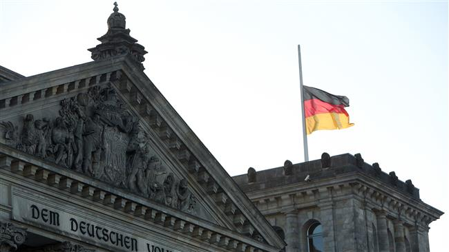 Two Chinese tourists arrested for Hitler salute in Berlin