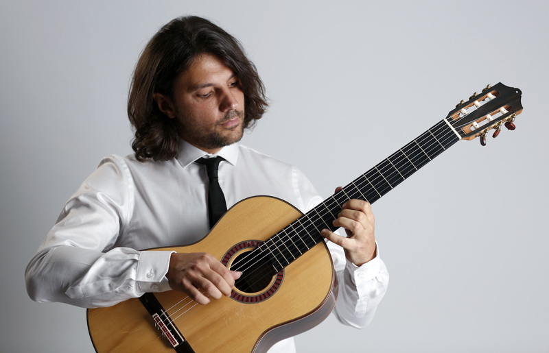 Γιάννης Γιαγουρτάς: Μουσικό ταξίδι με μία κιθάρα στο Art Gallery Cafe