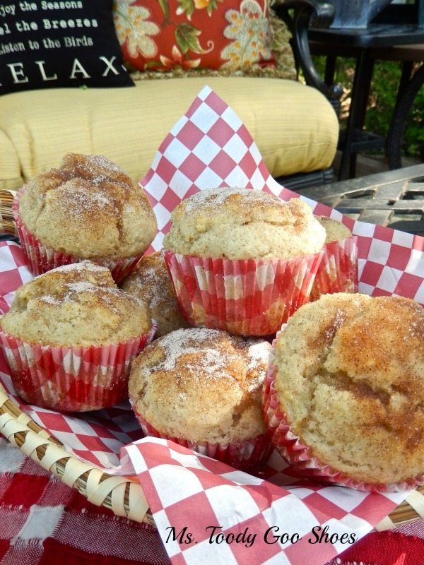 Cinnamon Muffins by mstoodygooshoes.blogspot.com #muffins