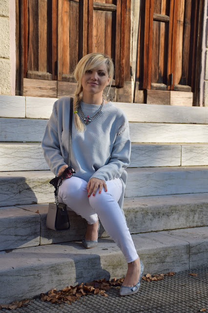 outfit jeans senza orlo come abbinare i jeans senza orlo abbinamenti jeans senza orlo outfit dicembre outfit invernale casual mariafelicia magno fashion blogger colorblock by felym fashion blog italiani fashion blogger italiane blogger italiane blog di moda web influencer italiane