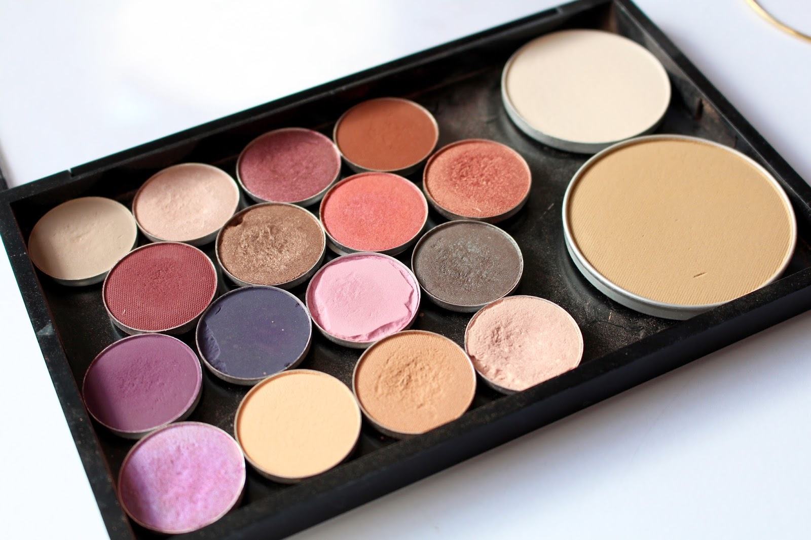 ... MAC and Makeup Geek eyeshadows. I love seeing what other people have in their custom palettes so hopefully you guys enjoy reading this post as much as I ...