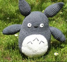 http://mylittlehandicrafts.blogspot.com.es/2012/11/patron-totoro-amigurumi.html