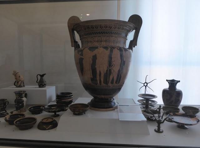 vasi ritrovati nella necropoli etrusca di Spina