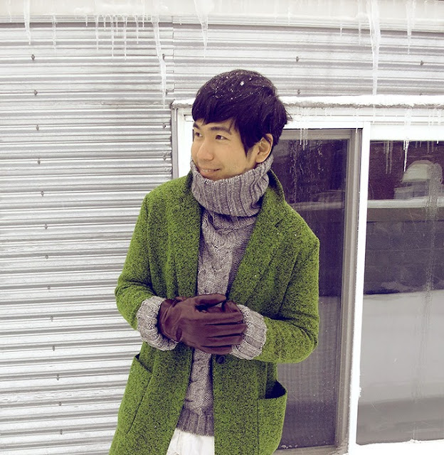 Ben Liu wearing apple green wool coat, unisex green long coat for winter and autumn, matching with leather brown gloves and gray turtleneck sweater