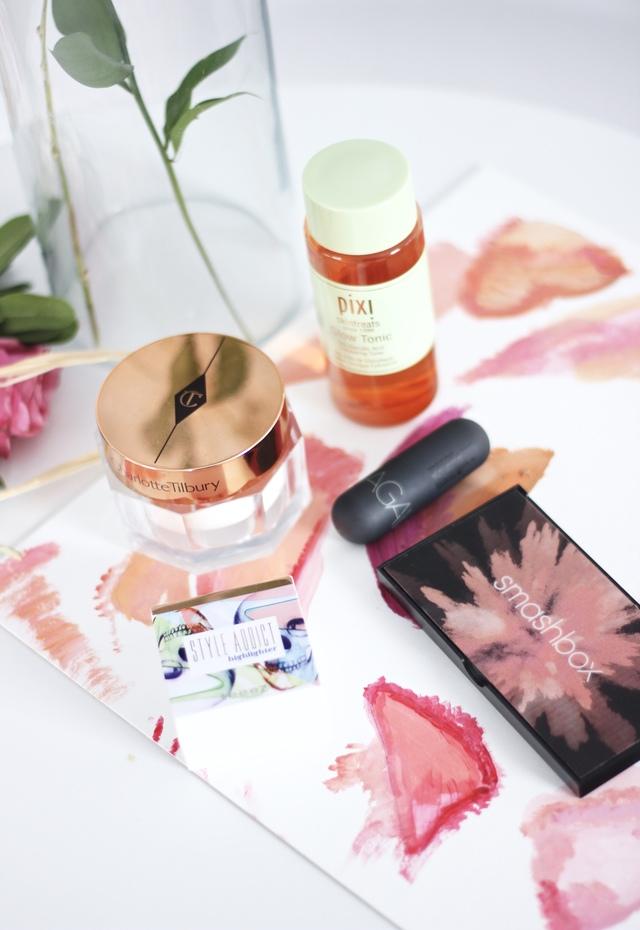 Smashbox Softlight cover shot palette, Teeze Body Heat Highlighter, Bite Beauty Agave Lip Balm, Pixi Beauty Glow Tonic, Charlotte Tilbury Magic Cream- Best beauty of 2017