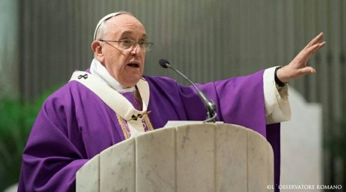 Resultado de imagen de papa francisco casulla morada