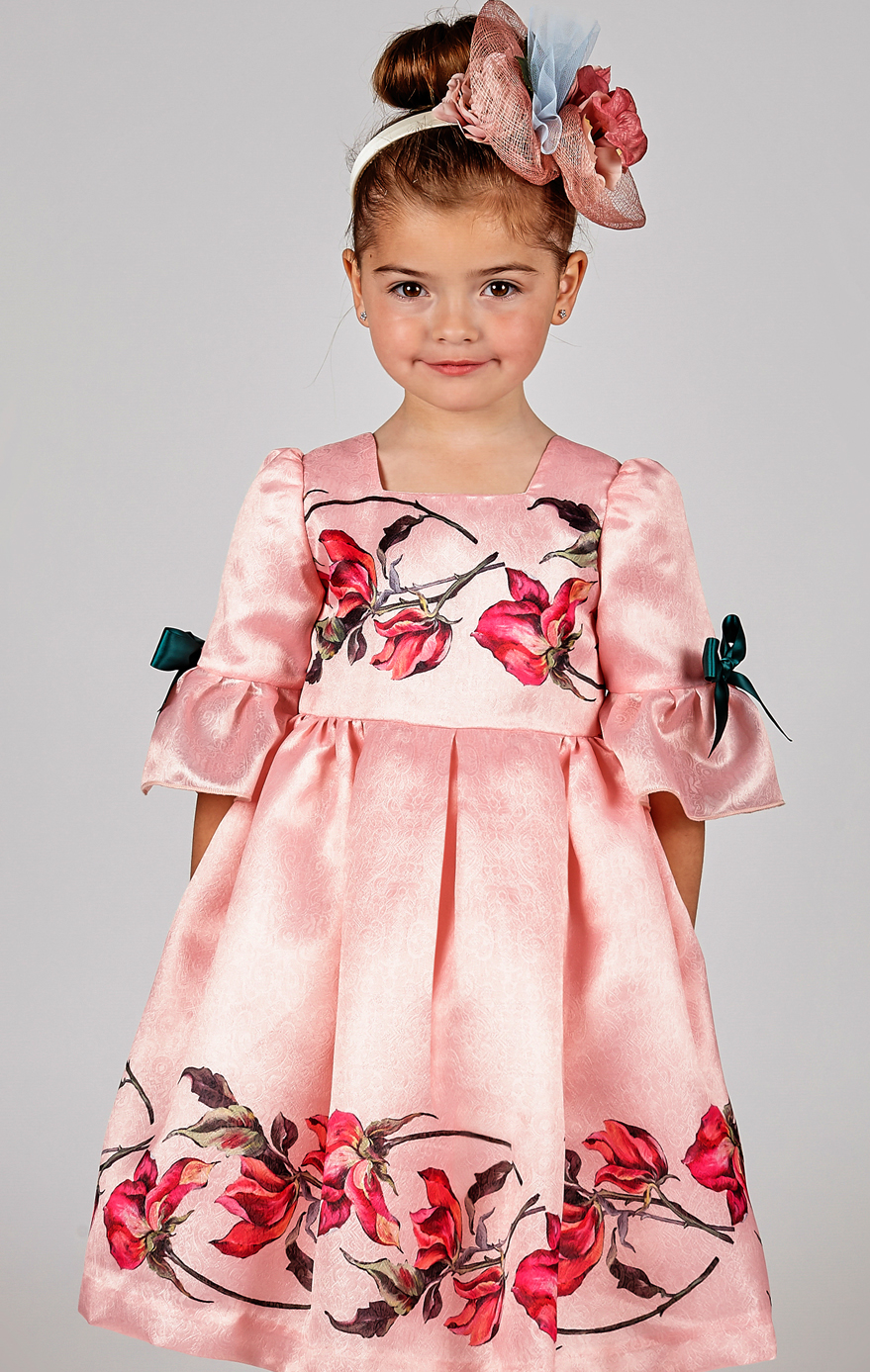 86cfb7c201f7 Must Have of the Day  An eye-catching silky dresses by Graci