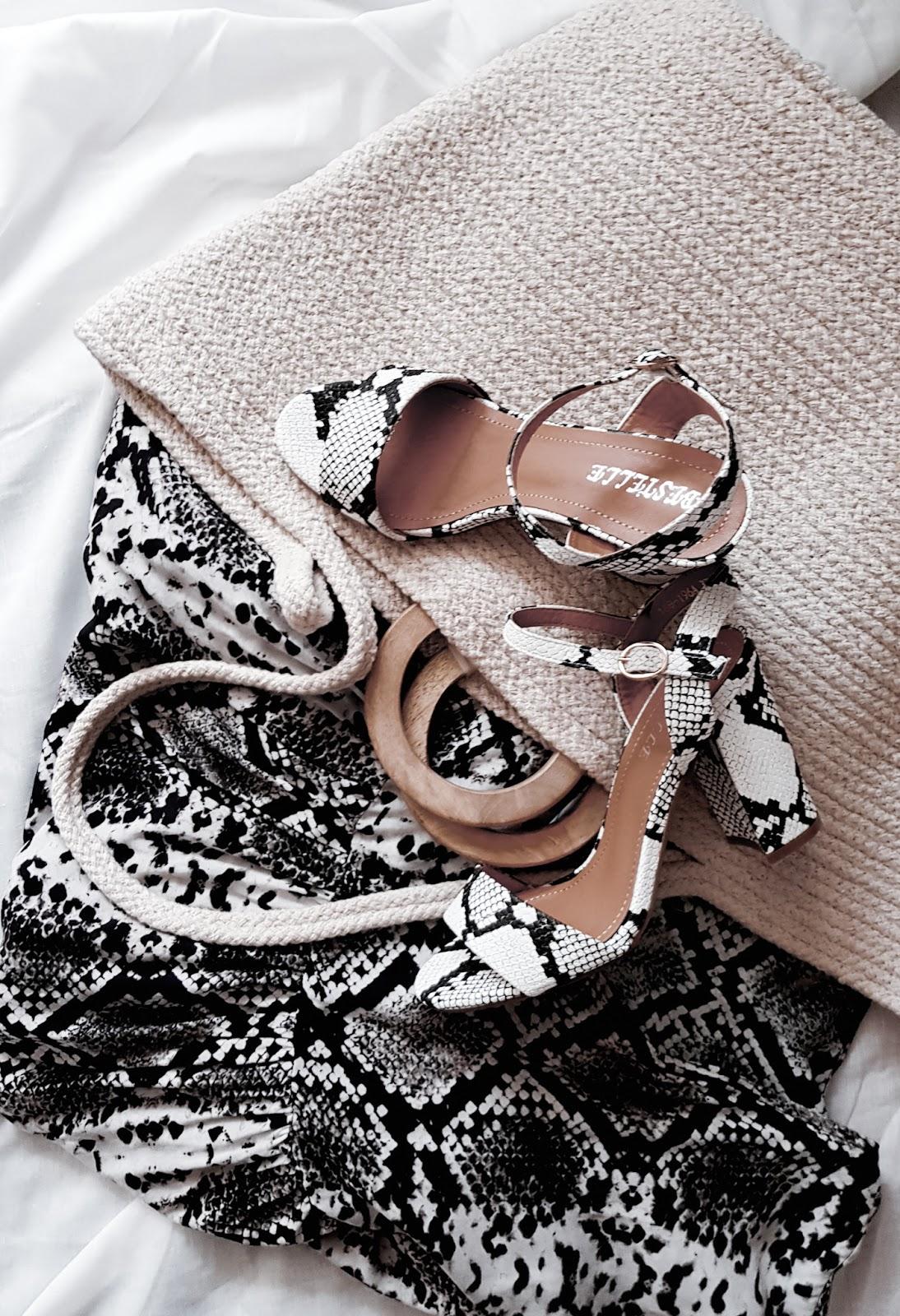 Piękne sandałki na słupku