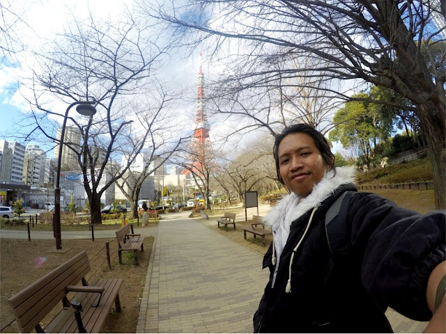 Foto dengan background Tokyo Tower
