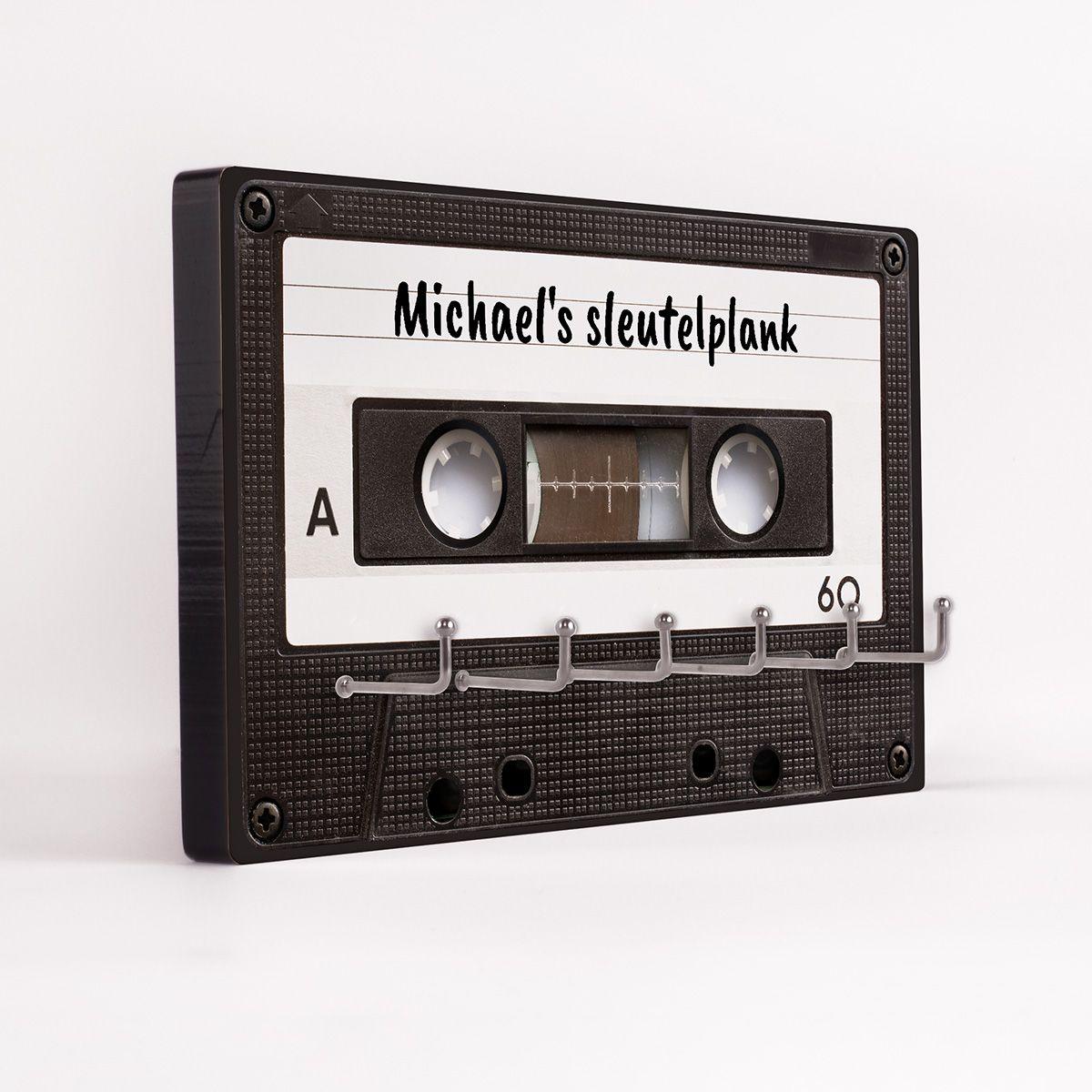 Foto van radbag: Ophangbord voor sleutels in de vorm van een retro cassettebandje
