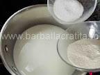 Prajitura cu cocos si ciocolata preparare reteta crema - punem grisul si zaharul in lapte