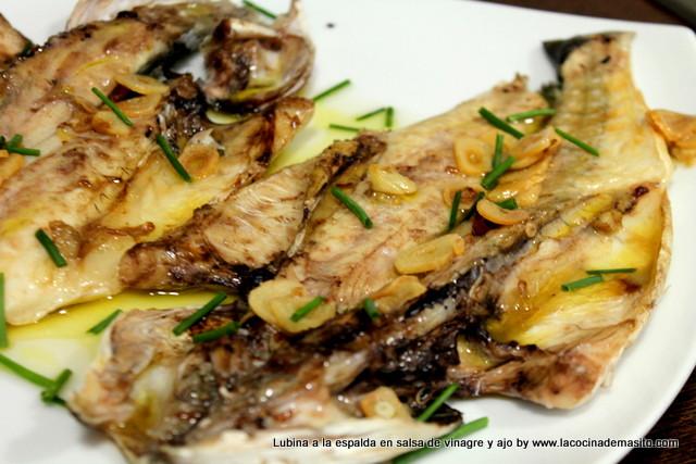 La cocina de masito lubina a la espalda en salsa for Salsa para lubina a la sal