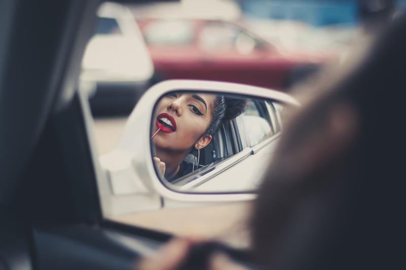 Cosméticos no carro