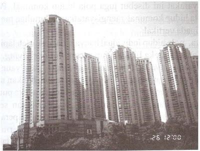 Apartemen Taman Anggrek, Jakarta. Tempat tinggal masyarakat kelas atas dirancang secara individual dan artifisial (penulis, 2000)