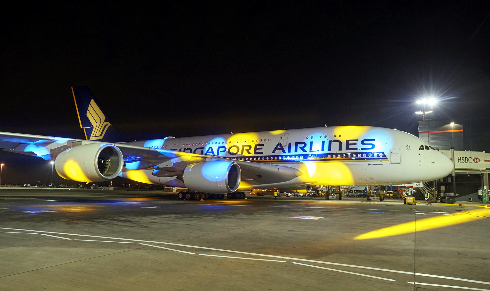Airbus A380-800 Singapore Airlines Blue-Yellow Light