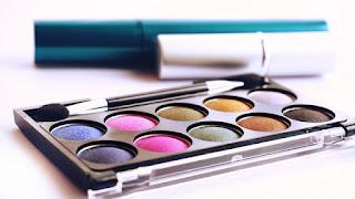 5 Tips Memilih Kosmetik Yang Aman Untuk Ibu Hamil