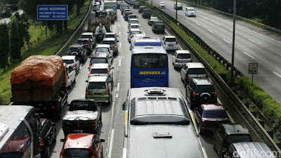 Kemacetan Arus Mudik Lebaran 2016 di Tol Jakarta Cikampek KM 38