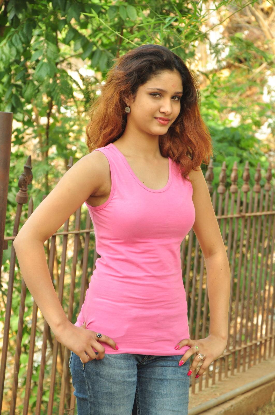 Aarthi glamorous photo gallery-HQ-Photo-10