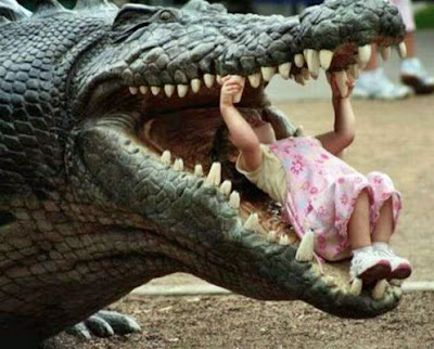 Horror funny picture 2011, Funny baby with crocodile picture