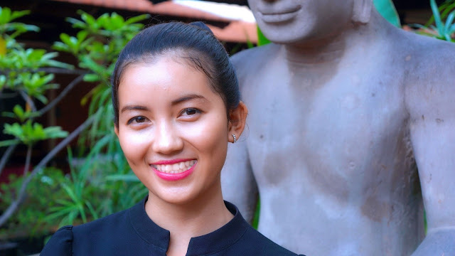 Long Chan Siyean, 19 ans, assistance au service, originaire de Phnom Penh, travaille au Malis depuis cinq mois