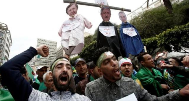 استمرار المظاهرات في الجزائر بعد استقالة بوتفليقة؛ لتغيير النظام السياسي .