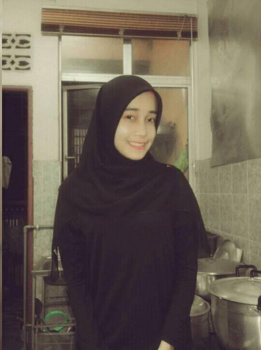 Foto Heboh Cantik Nur Nasirah, Gadis Cantik 18 Tahun yang Memilih Pria 66 Tahun Untuk Jadi Suaminya , Jomblo Keduluan