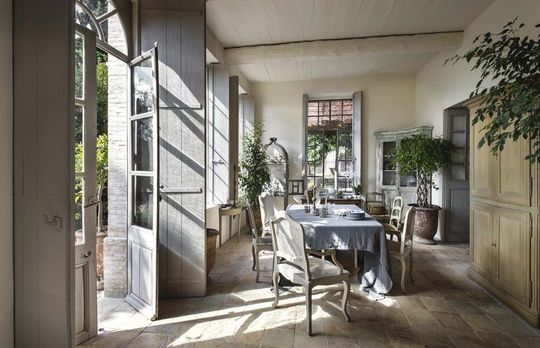 La Maison Du Bonheur as seen in Maisons Côté Sud (fr) - image by Bernard Touillon - as seen on linenandlavender.net - http://www.linenandlavender.net/2014/01/la-maison-du-bonheur-as-seen-in-maisons.html