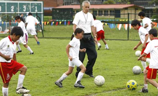 fútbol básico para mejorar el equilibrio