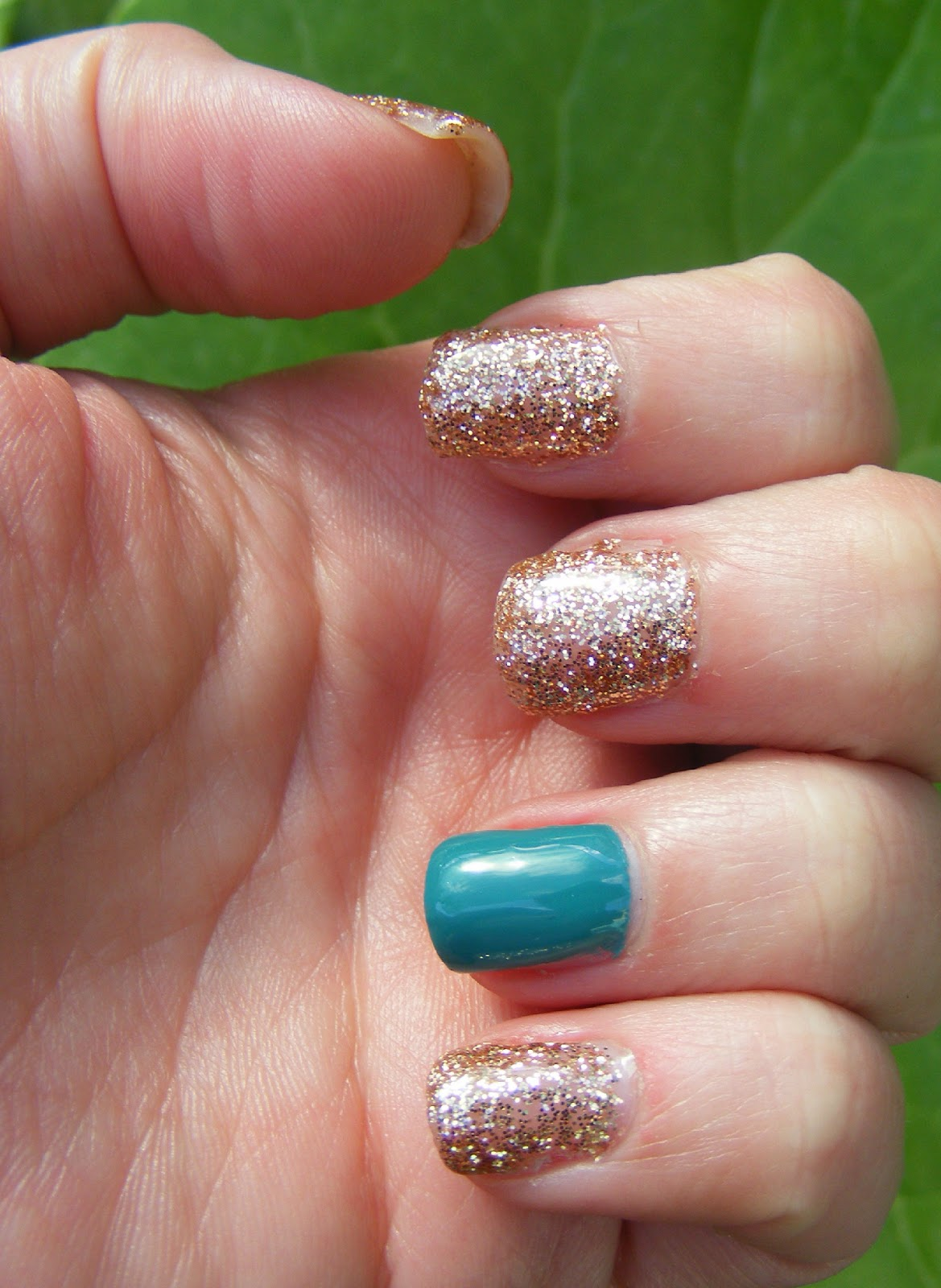 Nails Of The Day (NOTD): Glitter Gel Manicure