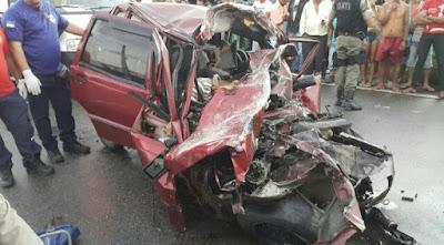 Carro trafega na contramão na BR-101, bate em caminhão e duas pessoas morrem em PE
