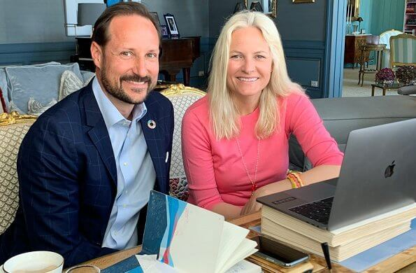 Crown Princess Mette-Marit and Crown Prince Haakon contacted met with teachers from different parts of the country