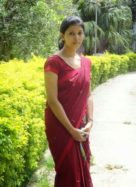 Beautiful Assamese Girl Wearing Sadar Mekhela-8612