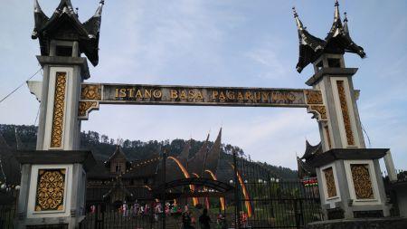 Gerbang Masuk Istana Pagaruyung