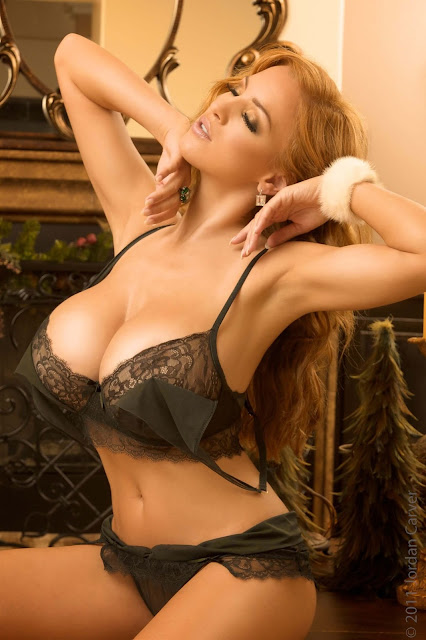 hot-sexy-Jordan-Carver-Christmas-2011-photo-shoot-picture-11