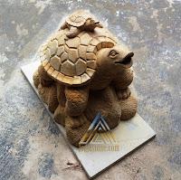 patung kura kura dari batu paras jogja atau batu putih.