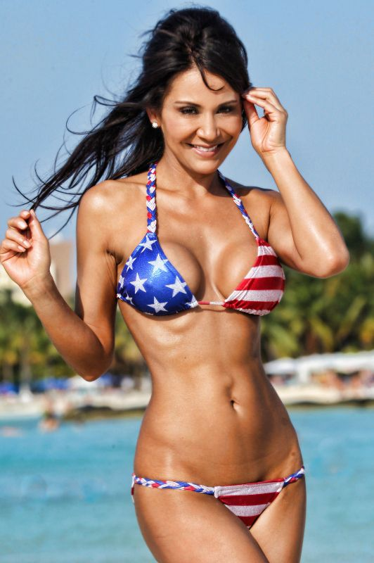 latina bikini modell