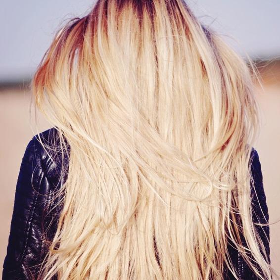 cf039192d46 Loomulikult on võimalik panna oma juuksed kiiremini kasvama. Naturaalse õli  juustesse kandmine, toidulisandid, külma veega juuste loputamine, ...