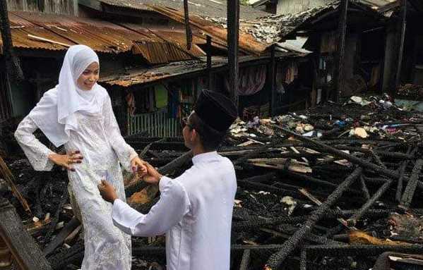 Viral! Tetap Menikah Walau Rumah Terbakar 2 Hari Jelang Pernikahan