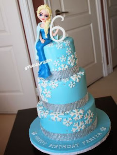 kue ultah Elsa bertingkat yang sangat indah