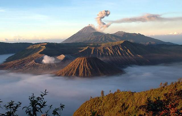 6 Teori dan Misteri Gunung Semeru