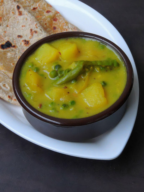 Aloo Matar Besan Curry/Potato & Peas in Gramflour Curry