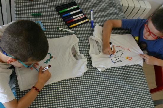 Manualidad infantil, pintar ropa
